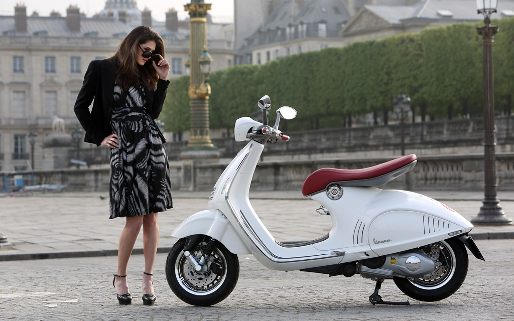 Vespa 946 White Girl