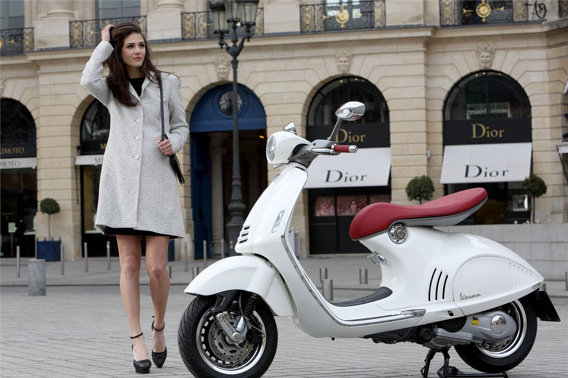 Vespa 946 White Scooter Girl